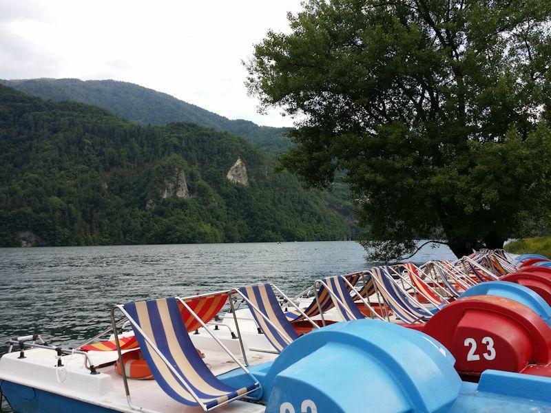 Noleggio pedal al lago di corlo extreme adventure for Noleggio di cabine per lago